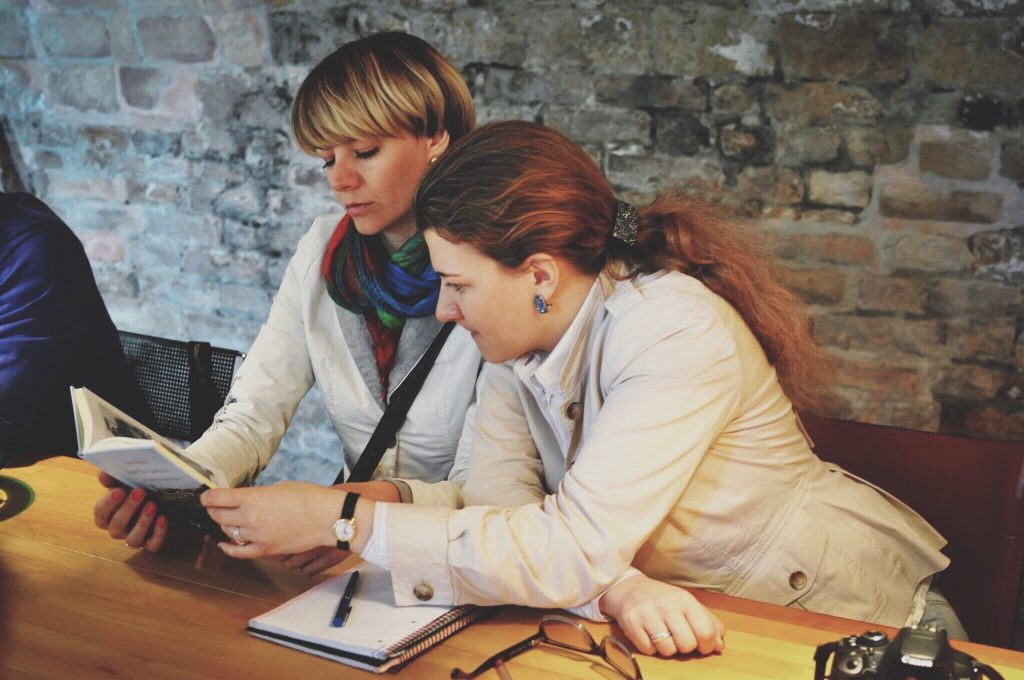 5 Ways Mentors Help B2B Copywriters Get Clients